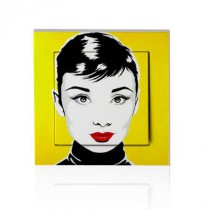 stickers interrupteur pop art Audrey sur fond jaune